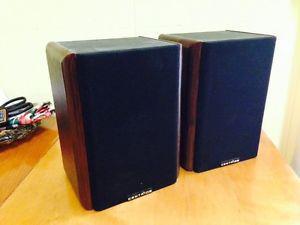 Pair of Vintage Centrios Bookshelf Speakers, Nice Full Sound