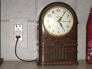 Wanted: wanted old radios and mantle clocks