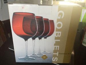 4 pc goblet set new in box