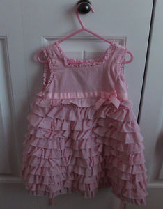 Beautiful girls pink dress, size 4