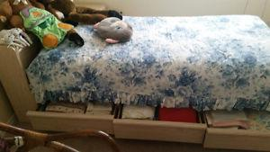 Bedroom set, bed mattress and furniture