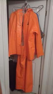 Rain jacket and pants large make sainthill very good