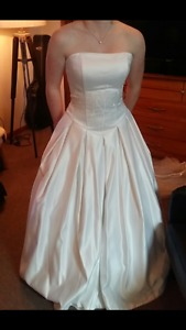Size 4 Wedding Dress with Veil