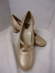 New Ladies Trotters Shoes- size 7 M