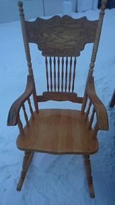 Pine rocking chair with oak arm-rests in excellent condition