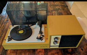 Retro Electrohome solid state/ 825 record player