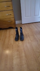 Urgent listing: Youth Girls Size 5 Black Winter Boots For