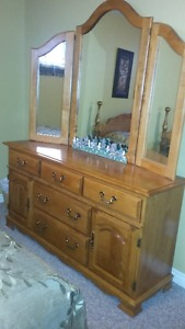 3 piece solid wood queen bedroom set