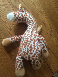 Cloud B soothing sounds gentle giraffe plush sound machine
