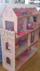 Rhe most Beautiful Doll / Barbie House EVER..Like ew