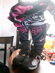 Ladies dirt bike boots and pants size 7