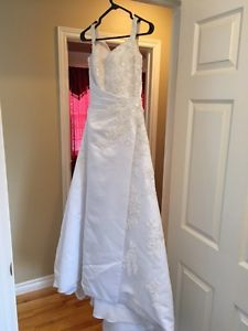Modern Bridal Gown in white with train US sz4