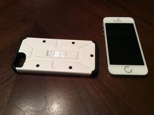 16GB iPhone 5S white and silver with urban armour gear case