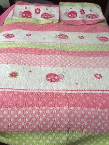 Double size quilt with two shams