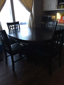 Kitchen Table with removable leaf and 4 chairs set