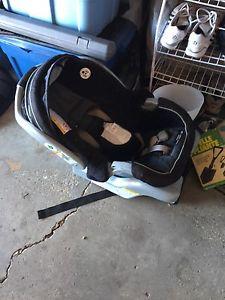 Graco Snugride 30 Infant Car seat - No accidents