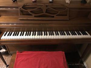 Mason & Risch piano bench included