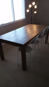 Solid Wood Extendable Dining Table - Like New for 6 people