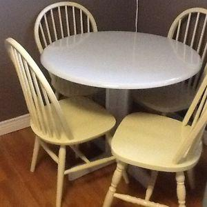 4 hint of lime chairs with grey table