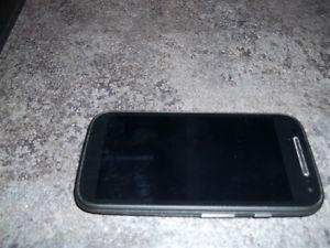 LIKE NEW - MOTOROLA MOTO E 2nd Generation Phone with charger