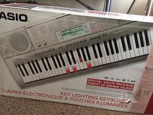 New Casio LK-270 Piano Style Electric Keyboard