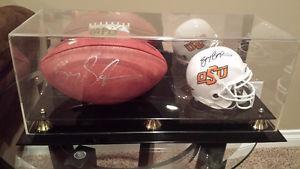 Barry Sanders Signed Football & Mini Helmet (Schwartz