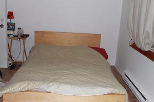 Cadre de lit en bois+ Matelas queen