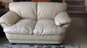 LIKE NEW! Leather love seat excellent condition