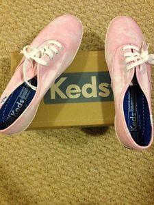New Keds Shoes sz 8.5 womens