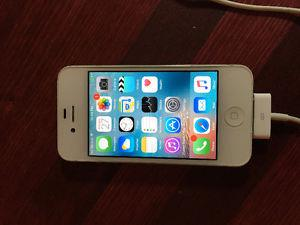 UNLOCKED iPhone 4s 32 Gb with USB Charging Cords