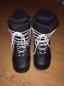Men's Snowboard Boots - Size 9