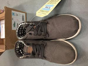 Toms Botas Ash color. SIze 12.5 youth Brand New