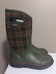 Winter Bogs youth size 3 - excellent condition