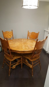 Round pedestal table, 4chairs & leaf