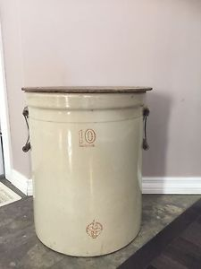 10 gallon crock with wooden lid