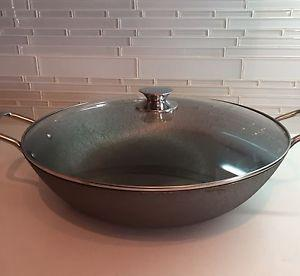 Cast iron wok with glass lid