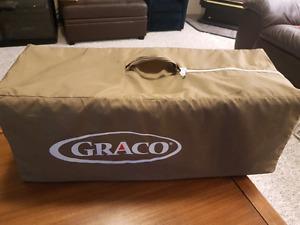 Graco folding play pen