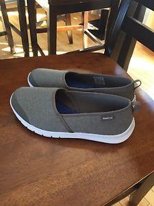 New Reebok memory foam shoes size 7