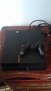 2 TB PS4 MINT CONDITION!! Along with black ops 3!