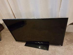 "43"" Sony Bravia LCD Flat ScreenTV w/ wall mount"