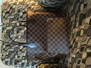 Brand New Neverfull MM Louis Vuitton Handbag with clutch