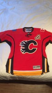 Calgary flames jersey autographed Obo