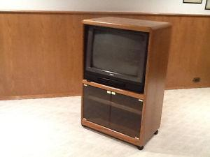 EASY TO MOVE OAK CABINET & WORKING TV