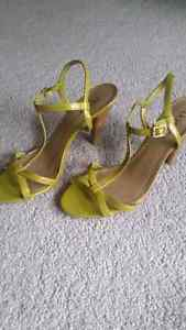 Like new Green strappy shoes size 8