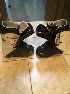 Men's ThirtyTwo Lashed Snowboard Boots Size 9- Like New