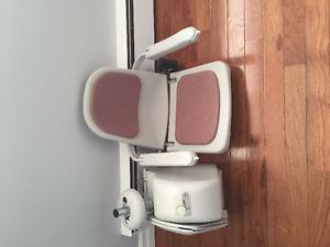 Acorn lift chair