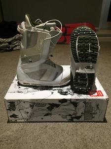 Burton White/Green Snowboard Boots Men's 9.0US