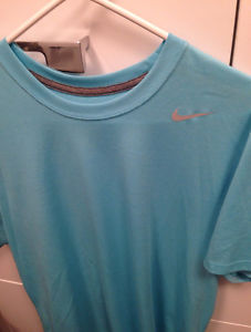 New Nike Legend training shirt-M