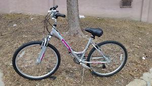 "Schwinn Soto Comfort Bike 26"""
