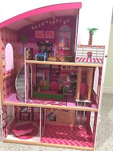 Doll house with elevator